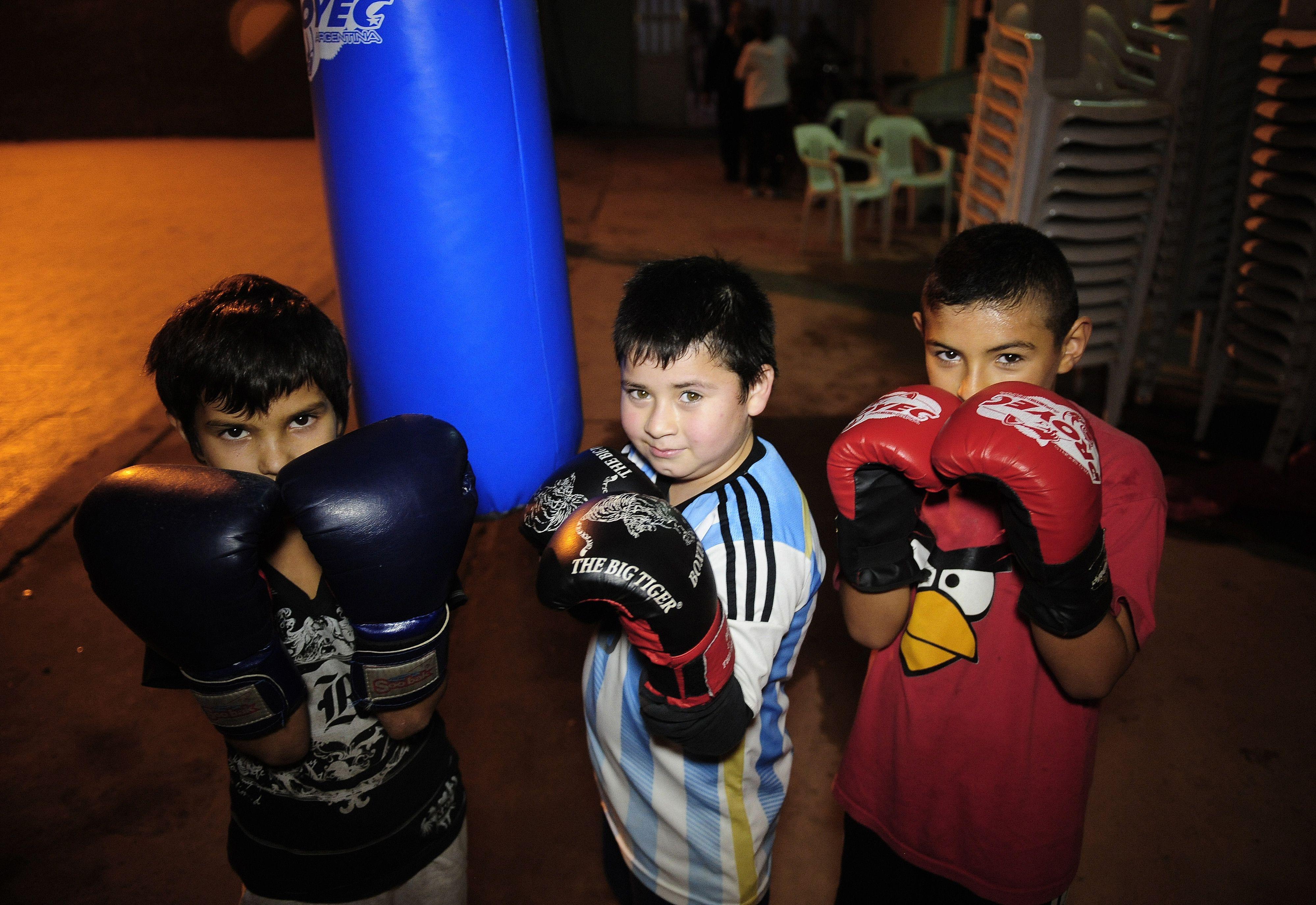 Los más chicos. A partir de los seis años los pequeños ya empiezan a entrenarse como futuros boxeadores. Hacen amigos y se sienten en familia.