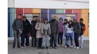 Profesores y estudiantes del Núcleo Rural Nº 1.401 del barrio Monte Flores