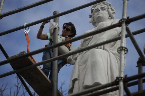 Los restauradores deben ser cuidadosos con las técnicas y además reproducir en forma artesanal los materiales con los que restauran.