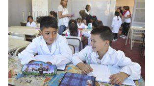 La participación de los padres en la vida escolar favorece que los chicos aprendan con más ganas.