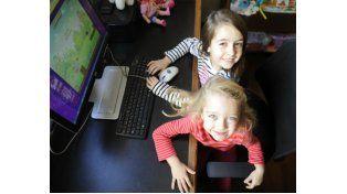 Los nuevos dispositivos tecnológicos les ofrecen a las nenas y nenes hacer lo que en toda época les gustó hacer
