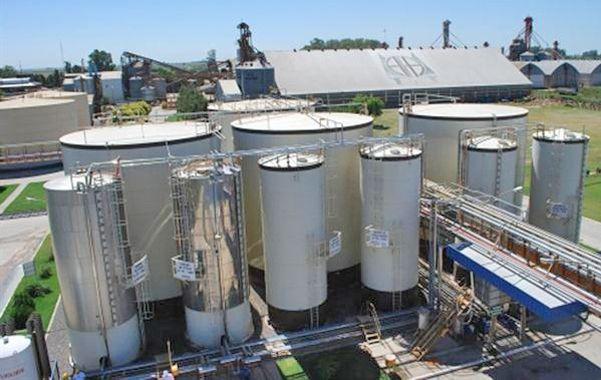 A gran escala. En Los Cardos (Santa Fe) la cooperativa cuenta con la planta donde produce el aceite comercial Zanoni.