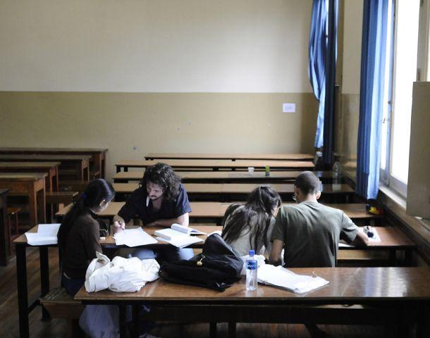 El programa es para los estudiantes que adeudan cuatro o menos materias. Un estímulo para que terminen los estudios.