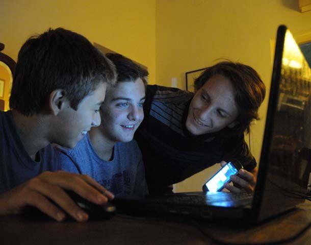 Hoy los chicos hacen todo a través de la computadora