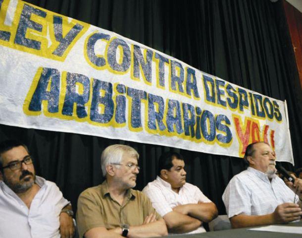 La mesa de dirigentes sindicales que pidió sanción para los colegios que echen a los educadores porque sí.