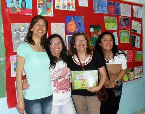 Margarita Gaeta (con el libro)
