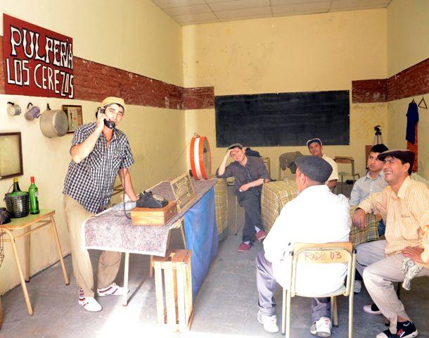 En un cuarto abandonado de la prisión y con elementos prestados se filmaron algunas escenas.