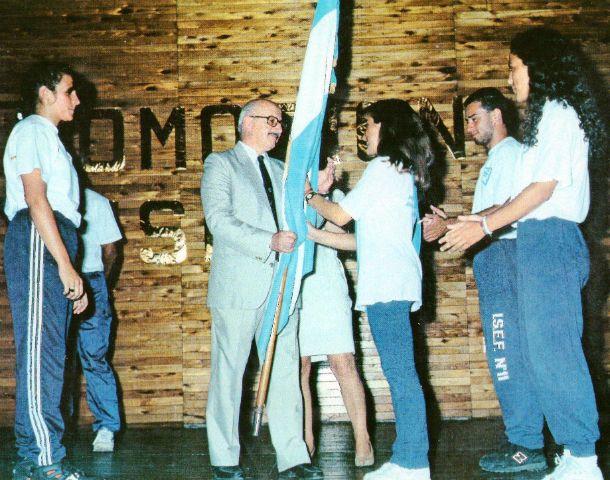 Aquiles Solhaune durante un pase de banderas en 1986