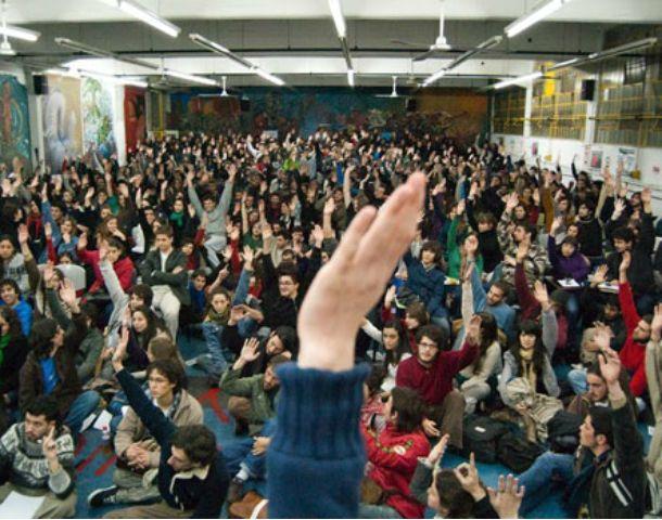 La ley aprobada regula y promueve la formación de centros de estudiantes secundarios y terciarios en la provincia.