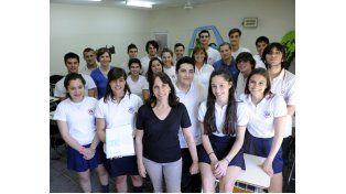 Profesoras y estudiantes contentos con la experiencia que se inició en las aulas y terminó en la megamuestra nacional. (Foto: S. Suárez Meccia)