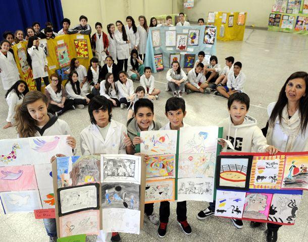 Los alumnos de 7º grado y la profesora María Verónica Felcaro