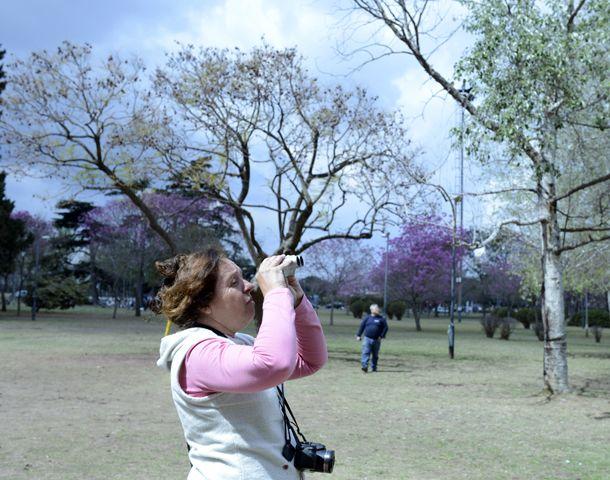 Mónica Díaz es veterinaria y coordina el proyecto de visitas guiadas por el parque Urquiza.