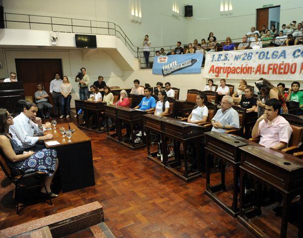 Los estudiantes de los institutos superiores se reunieron en el Foro en el recinto del Concejo.