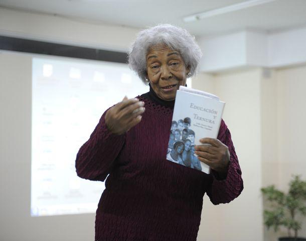 """Lidia Turner Martí sostiene que hay que rescatar los pensamientos de Simón Rodríguez y el """"Maestro Iglesias"""". (Foto: H. Rio)"""