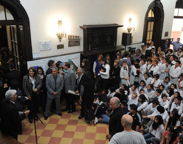 El recinto del Concejo colmado de alumnos de escuelas rosarinas