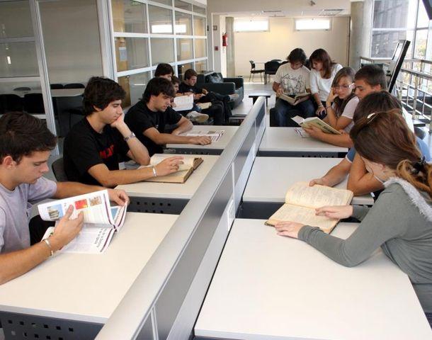 La Biblioteca Central se ofrece a los estudiantes y ciudadanos en general.