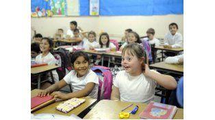 Luisa comparte la clase de 2º grado con sus compañeros de la misma edad
