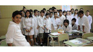 Facundo (en primer plano) y sus compañeros de la Escuela Nº 610 festeja. (Foto: M Sarlo)