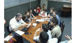 Chicos que militan en diferentes agrupaciones debatieron en el programa Otra Vuelta