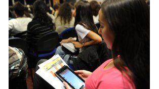 El 73% de los argentinos entre 18 y 25 años lee habitualmente en pantalla. (Foto: S. Suárez Meccia)