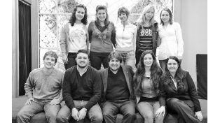 El grupo de estudiantes de la Ucel que viajó al Chaco para involucrarse con la realidad social de la región. (Foto: E. Rodríguez Moreno)