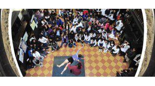 El ingreso principal del Concejo se llenó de los chicos que participaron y fueron reconocidos en el certamen municipal. (Foto: A. Celoria)