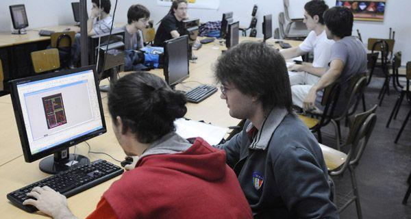 Cuatro de cada 10 alumnos de ingeniería egresan a tiempo