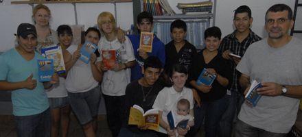 Chicos de la Técnica Nº 407 le dieron a Las Flores una biblioteca