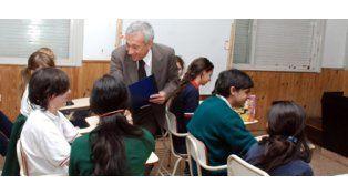 El juez va a la escuela sumó a cientos de chicos secundarios
