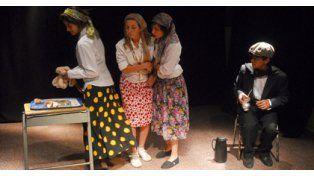 Música, pelucas y disfraces en un colorido festival de teatro de alumnos secundarios