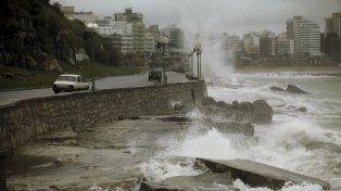 Mucha gente quedó sin suministro eléctrico en Mar del Plata debido al temporal.