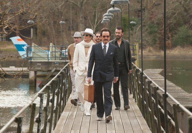 El amigo. Cranston (centro) interpreta a Robert Mazur