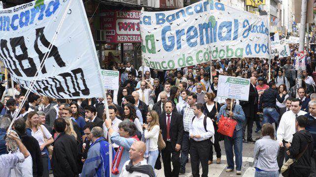La Bancaria reclamará la inmediata reapertura de las paritarias bancarias y convocó para mañana al plenario de secretarios generales.