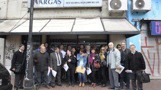 Protesta. La multisectorial fue al Enargas y llamó a movilizarse el viernes.