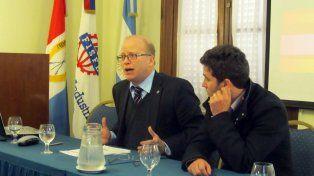 El ministro de la Producción denunció que la política de importaciones que implemente el gobierno de Macri impacta en forma negativa en los sectores productivos de Santa Fe.