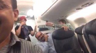 Un hombre pasó un momento de gran nerviosismo cuando quiso convencer a su esposa de que le habían cancelado un vuelo.