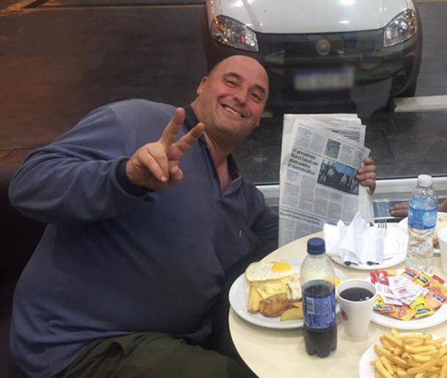 Marcelo Vidal en la estación de servicio donde trabajaba.