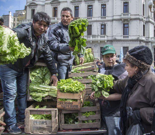 Todo verde. Los horticultores llevaron sus reclamos al centro porteño.