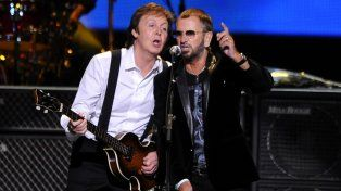 McCartney y Starr durante la entrega de los Premios Grammy de 2014.