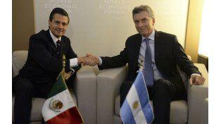 Afinidad. Macri junto a su par mexicano Enrique Peña Nieto en Davos.