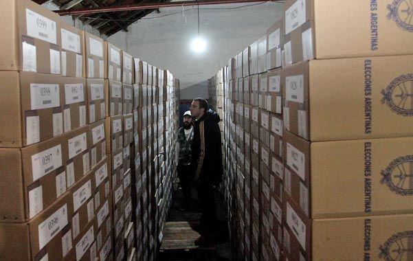 La vigilia electoral. Las urnas que los ciudadanos colmarán con sus votos en las Paso ya estaban ayer listas para ser trasladadas a los sitios de votación.