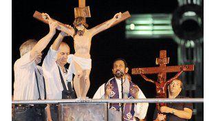 Entre las piedras en un Vía Crucis y la esperanza