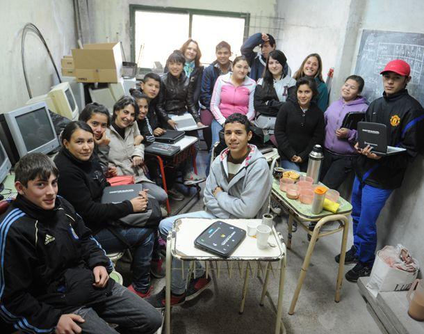 Los estudiantes del anexo de la Técnica 407 que esperan estrenar escuela en 2015. (Foto: S. Suárez Meccia)