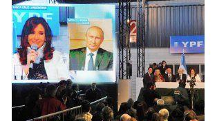 Cristina y putin. La presidenta y su par ruso postulan un acuerdo vinculado a la TV que oculta el deseo de acallar las voces críticas.