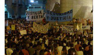 """Justicia. Familiares de víctimas de inseguridad en una reciente movilización tras el crimen de un joven en una """"entradera""""."""