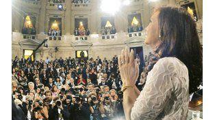 Vestida de blanco. La presidenta dejó de lado su discurso guerrero del año pasado y llamó a una nueva concertación nacional.