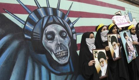 Una habitual protesta en Teherán contra Estados Unidos y sus símbolos. ¿Cómo se explicará ahora el giro político?