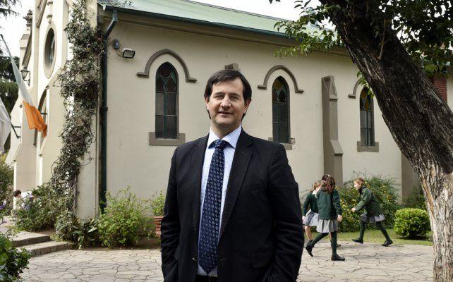 Javier Bilbao hace compatible su trabajo en dos escuelas muy distintas de la ciudad.