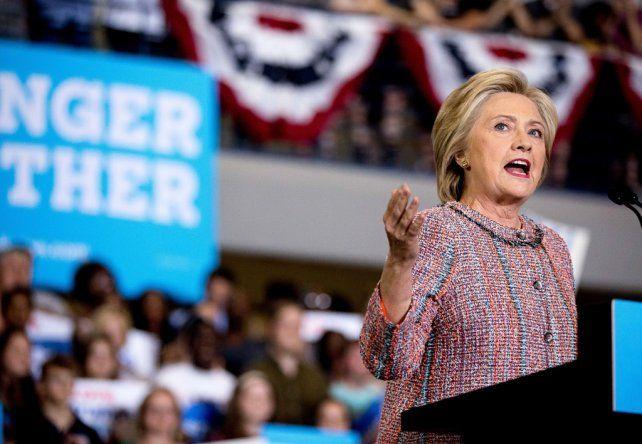 De vuelta. Hillary ayer durante un acto en Greensboro