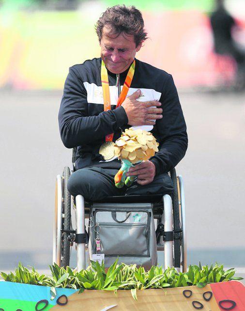 Alex Zanardi, del barro al oro en 15 años en un desafío a su fuerza de voluntad